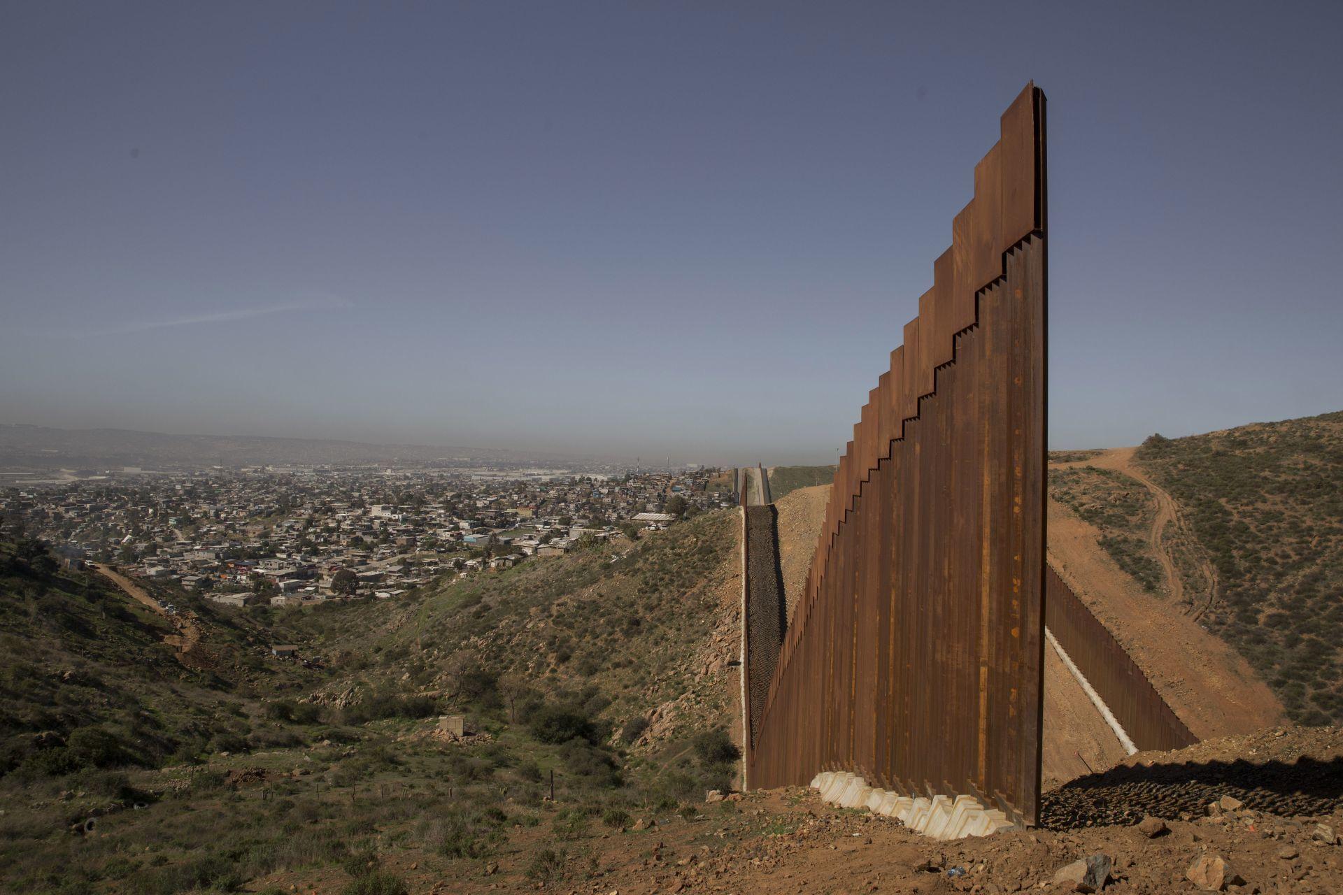 Frontera México-EU, ¿quién gana y quién pierde con la reapertura?